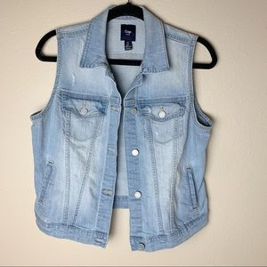 Gap • Lightwash Denim Jacket size M